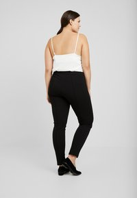 Zizzi - EXCLUSIVE ERICCI PANTS - Leggingsit - black - 2