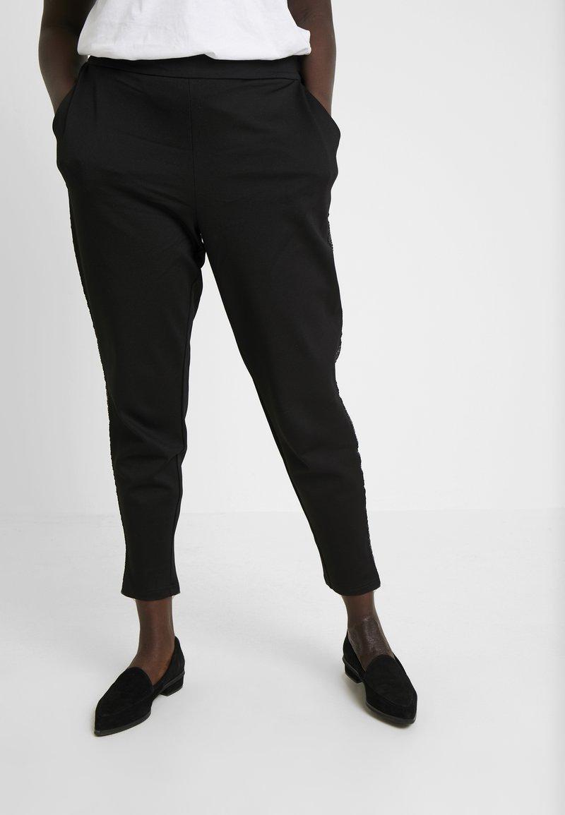 Zizzi - JMADDISON CROPPED PANT - Trousers - black