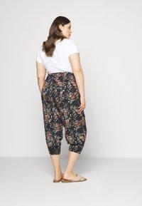 Zizzi - VVIGA PANT - Shorts - multi coloured - 2