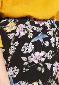 Zizzi - LONG LOOSE PANT - Trousers - black - 4