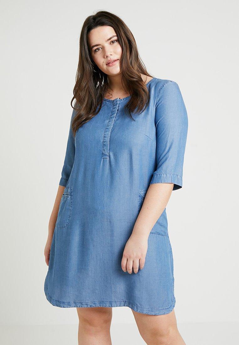 Zizzi - 3/4 SLEEVE DRESS - Jeanskleid - light blue denim