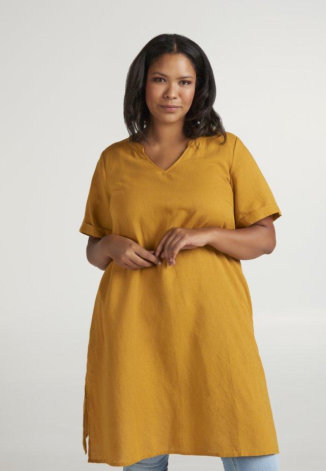 Korte jurk - dark yellow