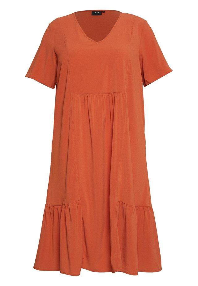 MCOMO KNEE DRESS - Denní šaty - burnt brick