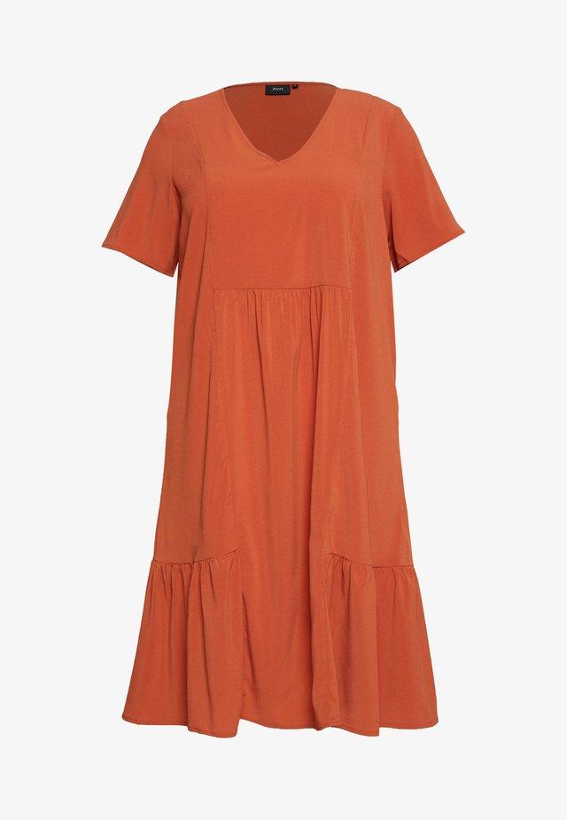 MCOMO KNEE DRESS - Robe d'été - burnt brick