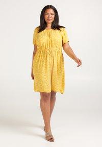 Zizzi - Korte jurk - yellow - 1