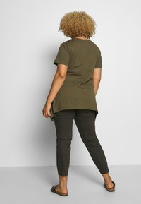 Zizzi - VMIRA - T-shirts med print - ivy green - 2