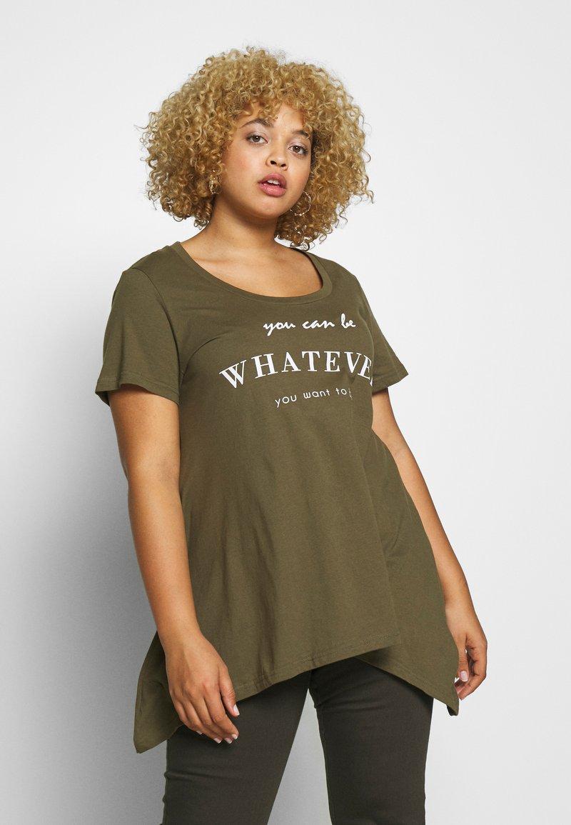 Zizzi - VMIRA - T-shirts med print - ivy green