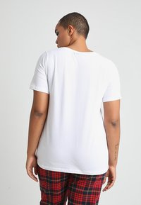 Zizzi - SHORT SLEEVE V NECK - Jednoduché triko - bright white - 2