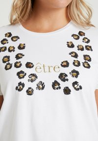 Zizzi - XETRE - T-shirt med print - bright white - 4