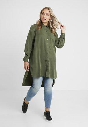 JACACIA - Camicia - rifle green