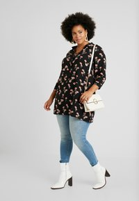 Zizzi - EXCLUSIVE EFLORAL 3/4 - Koszula - black - 1