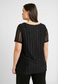 Zizzi - EANNA - Camiseta estampada - black/silver - 2