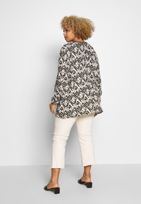 Zizzi - MIGGY BLOUSE - Blůza - tribal - 2