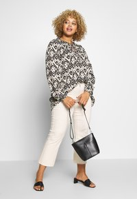Zizzi - MIGGY BLOUSE - Blůza - tribal - 1