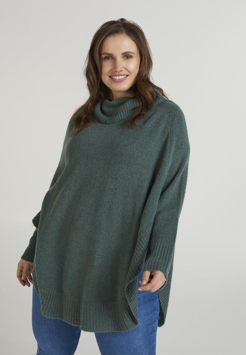 Zizzi - PONCHO - Stickad tröja - green