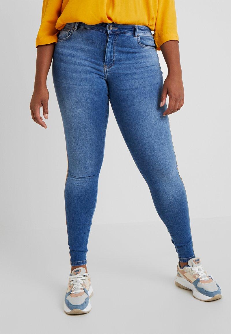 Zizzi - JPOSH LONG AMY SUPER SLIM - Jeans Skinny Fit - blue denim