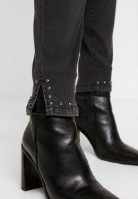 Zizzi - CROPPED SALLY - Jeans Skinny Fit - dark grey denim - 4