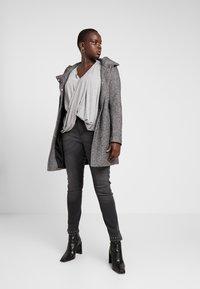 Zizzi - CROPPED SALLY - Jeans Skinny Fit - dark grey denim - 1