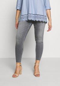 Zizzi - JPOSH AMY - Jeans Skinny Fit - grey denim - 0