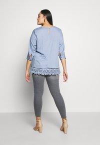 Zizzi - JPOSH AMY - Jeans Skinny Fit - grey denim - 2