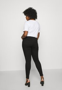 Zizzi - AMY BUTTON DETAIL - Jeans Skinny Fit - black denim - 2