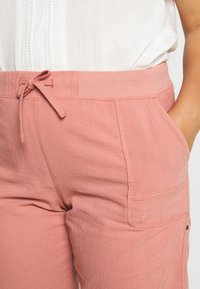 Zizzi - ABOVE KNEE - Shorts - old rose - 7