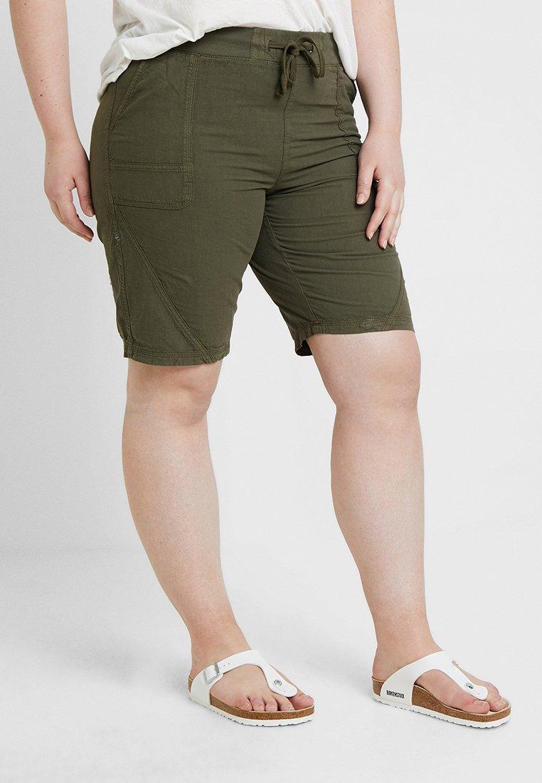 Zizzi - ABOVE KNEE - Shorts - ivy green