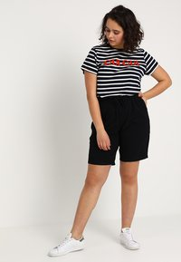 Zizzi - ABOVE KNEE - Shorts - black - 1