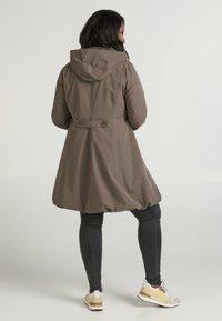 Zizzi - Trenchcoat - brown - 2