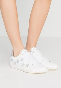 Zadig & Voltaire - USED - Trainers - blanc - 0
