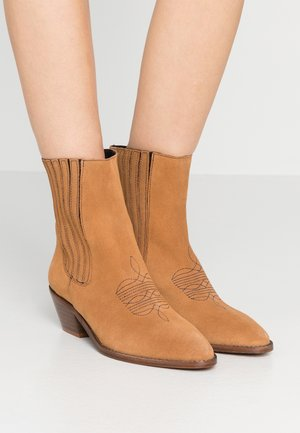 TYLER  - Cowboy/biker ankle boot - tan