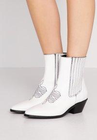 Zadig & Voltaire - TYLER  - Cowboy/biker ankle boot - blan - 0