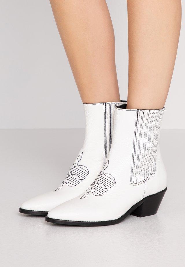 TYLER  - Cowboy/biker ankle boot - blan