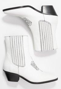 Zadig & Voltaire - TYLER  - Cowboy/biker ankle boot - blan - 3