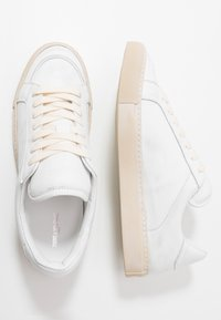 Zadig & Voltaire - USED - Baskets basses - blanc - 1