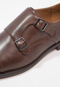 Zalando Essentials - Elegantní nazouvací boty - brown - 5