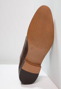 Zalando Essentials - Elegantní nazouvací boty - brown - 4