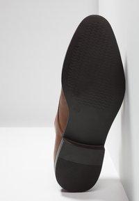 Zalando Essentials - Elegantní nazouvací boty - light brown - 4