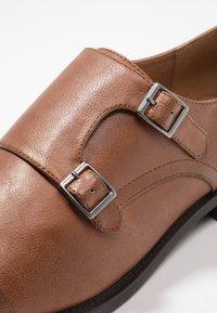 Zalando Essentials - Elegantní nazouvací boty - light brown - 5