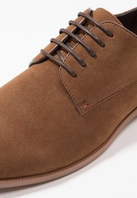 Zalando Essentials - Eleganckie buty - light brown - 5