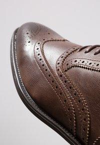 Zalando Essentials - Eleganta snörskor - light brown - 5