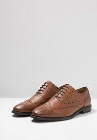 Zalando Essentials - Elegantní šněrovací boty - brown - 2