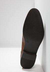 Zalando Essentials - Elegantní šněrovací boty - brown - 4