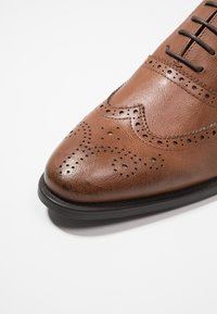Zalando Essentials - Pensko med snøring - brown - 5