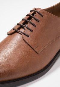 Zalando Essentials - Stringate eleganti - brown - 5
