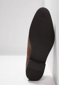Zalando Essentials - Stringate eleganti - brown - 4