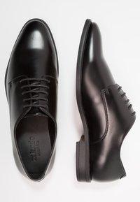 Zalando Essentials - Elegantní šněrovací boty - black - 1