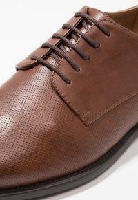Zalando Essentials - Eleganckie buty - cognac - 5