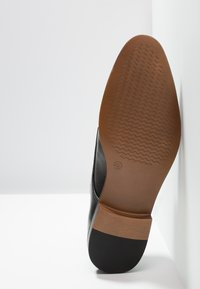 Zalando Essentials - Elegantní šněrovací boty - black - 4
