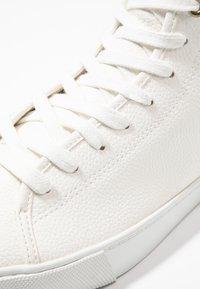 Zalando Essentials - Sneakersy wysokie - white - 5